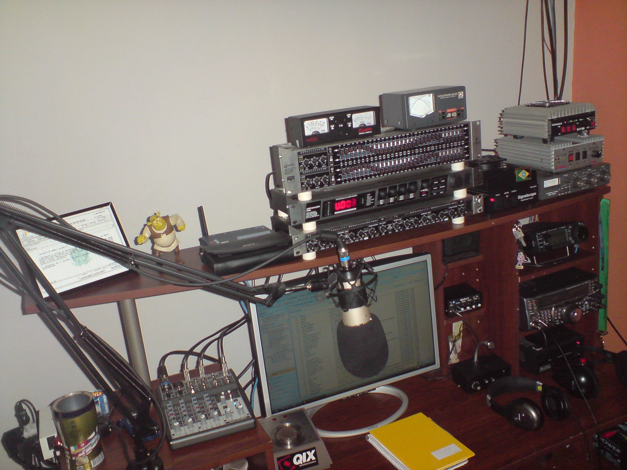 Here is another view of the Old Voodoo Studio of PU2PJ!!!